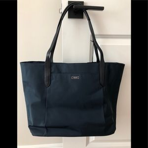 New With Tags Tumi Q-Tote